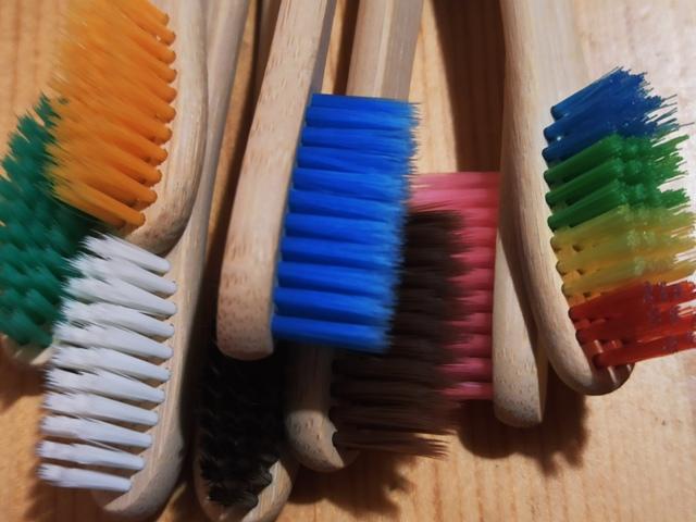 через сколько менять зубную щетку